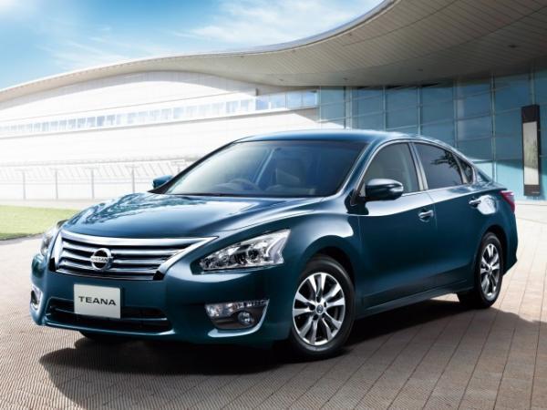 Компания Nissan представила новый седан бизнес-класса